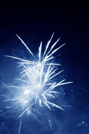 中国のランタン フェスティバルの夜空の花火