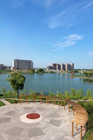 turismo ecologico: hermoso paisaje en un parque acuático bajo el cielo azul, el norte de China