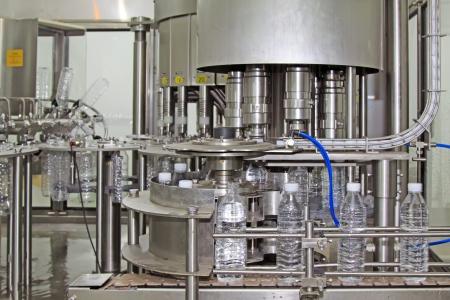 Mineralwasser Fertigungsstra?e in einer Fabrik Standard-Bild - 21260153