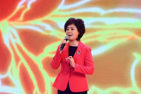 selections: Luannan, November 28, 2012  The famous Peking Opera artist Li Shengsu was performing Beijing Opera   Drunken Beauty   selections, in the Chengzhaocai theatre, November 28, 2012, Luannan, china