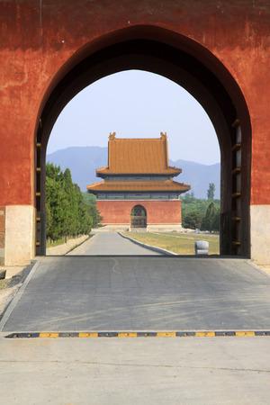 piso piedra: Zunhua 18 de mayo: gran puerta del palacio y el suelo de piedra, en las Tumbas del Este de la Dinast�a Qing en 18 de mayo de 2014, Condado de Zunhua, provincia de Hebei, China.