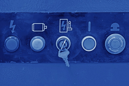 the switch: Nc interruttori macchine utensili e pulsanti in un laboratorio di produzione
