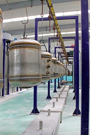 dep�sito agua: Tanque de acero inoxidable presi�n del agua en el dispositivo de accionamiento en una f�brica