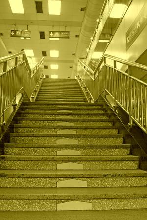 station m�tro: les escaliers de la station de m�tro � Beijing, en Chine