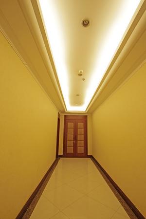 droplight: hotel corridor door, closeup of photo Editoriali