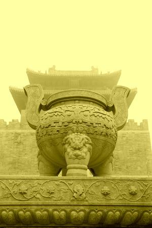 sacrificio: Zunhua, 13 de mayo: Talla de piedra art�culos de sacrificio en el este de Tumbas Reales de la Dinast�a Qing, el 13 de mayo del 2012, la ciudad de Zunhua, provincia de Hebei, China.