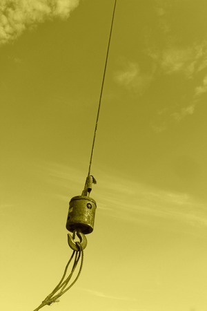 sturdy: Crane sling under the blue sky and white clouds, at a construction site, china
