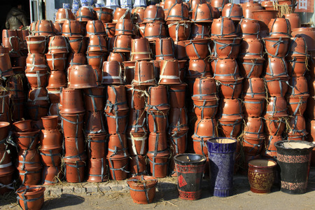 commodities: Vasijas de cerámica, primer plano de la foto Editorial