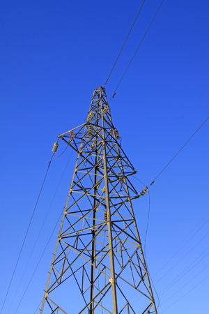 energia electrica: Electric power tower under the blue sky