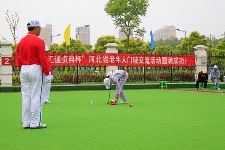 bend over: Luannan County - May 8: sportsman in Chinese gate ball match scene, on May 8, 2015, Luannan County, Hebei Province, China. Editorial