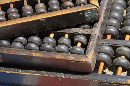 calculator chinese: ancient chinese calculator - abacus
