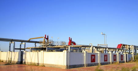 yacimiento petrolero: Oil storage place in a oilfield, closeup of photo