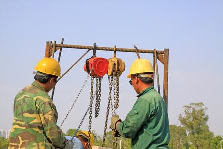 polea: honda y trabajadores de la polea, primer plano de la foto