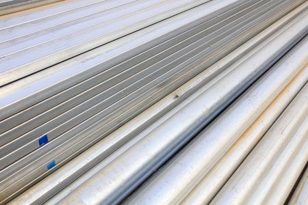 materiales de construccion: materiales de hierro y acero de construcción en el emplazamiento de la obra