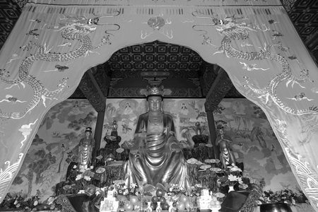 tributos: LUAN COUNTY - NOVEMBER 23: Bodhisattva golden body sculpture in Hengshan Dajue Temple, on november 23, 2014, Luan County, Hebei Province, China