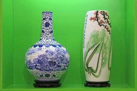 Tangshan - 16 settembre: belle ceramiche in un negozio, il 16 settembre 2015, città di Tangshan, provincia di Hebei, Cina Archivio Fotografico - 81092789