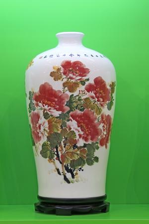 Tangshan - 16 settembre: belle ceramiche in un negozio, il 16 settembre 2015, città di Tangshan, provincia di Hebei, Cina Archivio Fotografico - 82139741