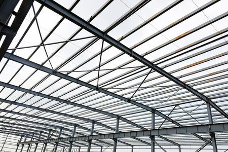 Steel girder truss of factory 版權商用圖片 - 97113304