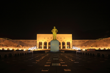 Yanan City - April 2, 2017: Mao Zedong Sculpture in the Night, Yanan City, Shaanxi Province, China Editöryel
