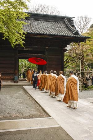 procession: Procesi�n de monjes Editorial