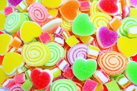 pasta di zucchero: Caramelle colorate su uno sfondo.