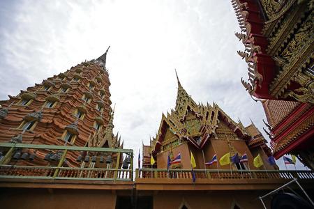 sua: Gold big buddha statue temple wat tham sua, tha moung, kanchanaburi, thailand