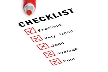 cheque en blanco: Lista de verificación de color rojo con rotulador y las casillas seleccionadas.