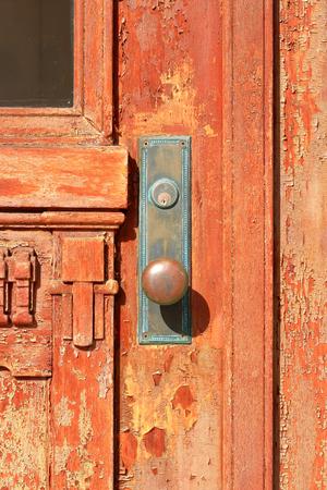 puertas antiguas: Las puertas viejas de la KaiganBuil Foto de archivo