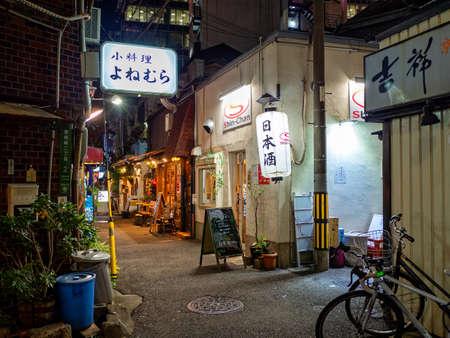 Night in Umeda, Osaka, back alley of Hatsutenjin Redactioneel