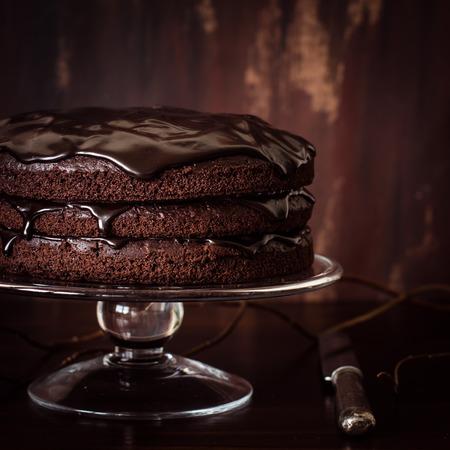 Heerlijke veganistisch chocoladetaart. Selectieve aandacht.
