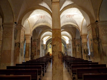 Crypt of the Church of San Zeno in Verona in Italy. Foto de archivo - 115764353