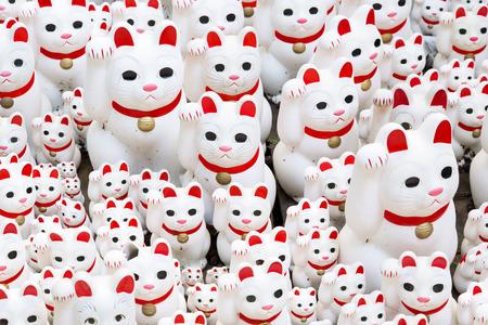 maneki neko: Maneki neko also known as chinese fortune cat Editorial