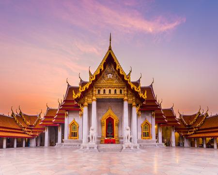 有名な大理石寺院 Benchamabophit バンコク、タイから