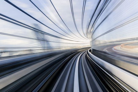 light trail: Rastro ligero del tren en movimiento - Estilo abstracto