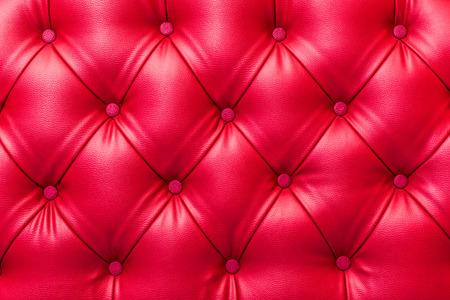 fondo rojo: La textura de la tapicer�a de cuero con estilo de la vendimia abotonado Foto de archivo