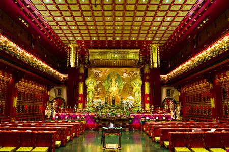 templo: En el interior del templo de la reliquia del diente de Buda, Singapur