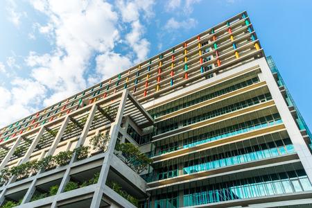 la construction durable de l'environnement avec exter de verre, couds visible