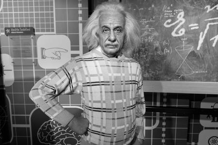 clonacion: BANGKOK, Tailandia - alrededor de agosto de 2015: Figura de cera del famoso científico, Albert Einstein de Madame Tussauds, Siam Discovery, Bangkok