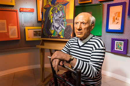 pablo: BANGKOK, THAILAND - CIRCA August, 2015: Wax figure of the famous Picasso from Madame Tussauds, Siam Discovery, Bangkok