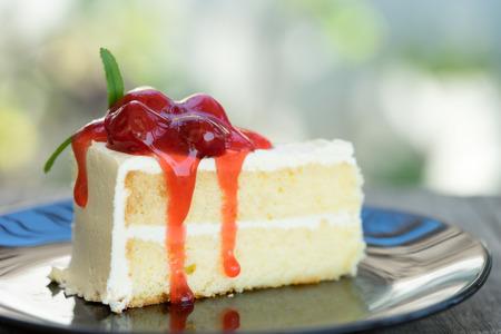 vanilla cake: White vanilla cake with raspberry jam topping Stock Photo