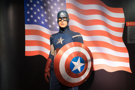 BANGKOK, THAILAND - CIRCA August, 2015: Wax figure of the famous Captain America from Madame Tussauds, Siam Discovery, Bangkok Redactioneel