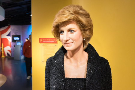 diana: BANGKOK, THAILAND - CIRCA August, 2015: Wax figure of the famous Queen Diana from Madame Tussauds, Siam Discovery, Bangkok