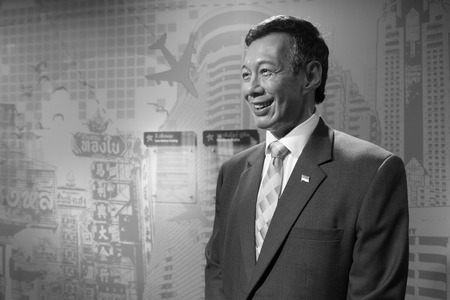 BANGKOK, THAILAND - CIRCA August, 2015: Wax figure of the famous Singapore prime minister from Madame Tussauds, Siam Discovery, Bangkok 免版税图像 - 56689219