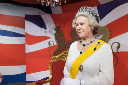 queen elizabeth ii: BANGKOK, THAILAND - CIRCA August, 2015: Wax figure of the famous Queen Elizabeth from Madame Tussauds, Siam Discovery, Bangkok