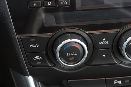 dual: Car climate control knob with dual adjustment