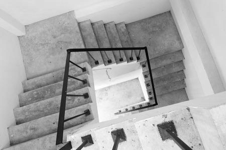 bajando escaleras: Spiral rectangular stair case leading down stairs Foto de archivo