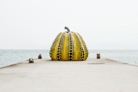 Naoshima, Japan - September 29, 2017: Yayoi Kusama's giant pumpkin sculpture in front of the sea at Naoshima Art island Reklamní fotografie - 100004642