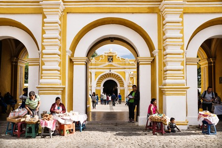 Antigua, Guatamala - 23 March 2018: Market stalls in front of El Calvario entrance to the church Stockfoto - 126691705