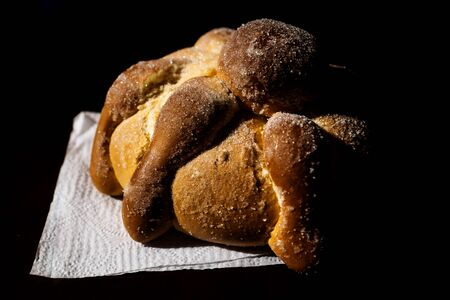 Pan de Muerto, traditional Mexican bread of the dead for Halloween, dias de los muertos 版權商用圖片