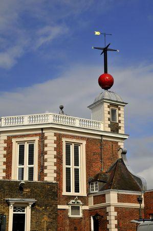 greenwich: Red time ball at Greenwich Royal Observatory, London, U.K.